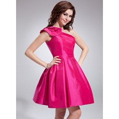 A-Line/Princess One-Shoulder Short/Mini Taffeta Homecoming Dress With Ruffle