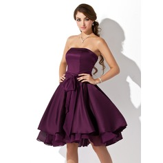 A-Line/Princess Strapless Knee-Length Satin Chiffon Homecoming Dress With Ruffle Bow(s)