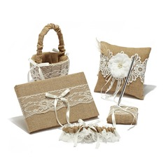 Splendor Collection Set in Linen With Lace