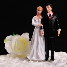 """Figurine """"Walking Together in The Winter"""" Resin Wedding Cake Topper"""