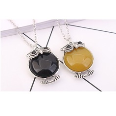 Exquisite Alloy Resin Ladies' Fashion Necklace
