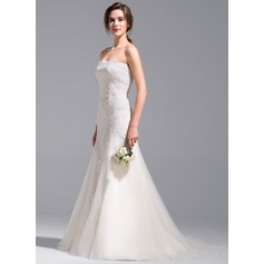 Trumpet/Mermaid Strapless Court Train Tulle Wedding Dress With Appliques Lace