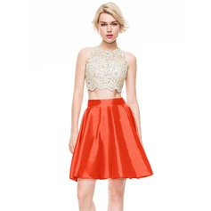A-Line/Princess Scoop Neck Short/Mini Taffeta Homecoming Dress With Beading Sequins