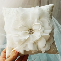 Ring Pillow in Silk