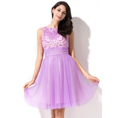A-Line/Princess Scoop Neck Knee-Length Tulle Homecoming Dress With Beading Sequins Bow(s)