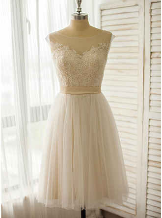 Scoop Neck Knee-Length Tulle Lace Wedding Dress