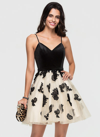 A-Line/Princess V-neck Short/Mini Tulle Homecoming Dress With Lace