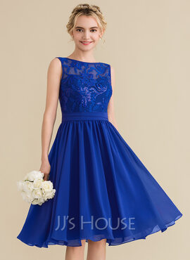 A-Line/Princess Scoop Neck Knee-Length Chiffon Lace Bridesmaid Dress With Sequins Bow(s) (007144730)