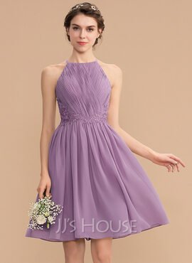 A-Line Scoop Neck Knee-Length Chiffon Lace Bridesmaid Dress With Ruffle (007176738)