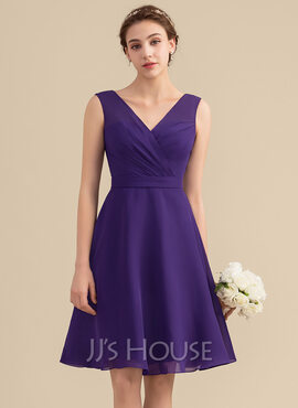A-Line V-neck Knee-Length Chiffon Bridesmaid Dress With Ruffle (007153316)
