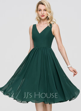 A-Line V-neck Knee-Length Chiffon Bridesmaid Dress (007224078)