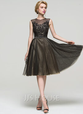 A-Line/Princess Scoop Neck Knee-Length Tulle Homecoming Dress With Sequins (022089927)