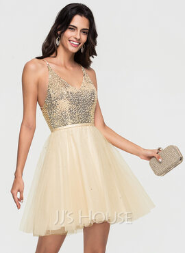 A-Line V-neck Short/Mini Tulle Homecoming Dress With Beading (022164873)