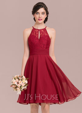 A-Line/Princess Scoop Neck Knee-Length Chiffon Lace Homecoming Dress With Ruffle Bow(s) (022165801)