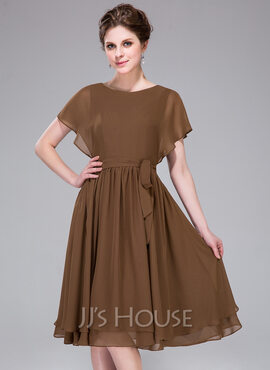 A-Line/Princess Scoop Neck Knee-Length Chiffon Bridesmaid Dress With Cascading Ruffles (008031861)