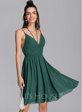 A-Line V-neck Knee-Length Chiffon Homecoming Dress With Ruffle (022206535)