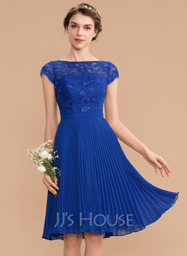 A-Line Scoop Neck Knee-Length Chiffon Lace Bridesmaid Dress With Pleated (007165866)