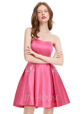 A-Line Strapless Short/Mini Satin Homecoming Dress With Beading Sequins (022127940)