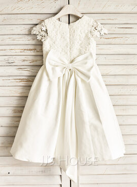 A-Line/Princess Knee-length Flower Girl Dress - Cotton Sleeveless Scoop Neck With Lace/Bow(s) (010091209)