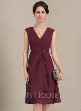A-Line/Princess V-neck Knee-Length Chiffon Mother of the Bride Dress With Beading Sequins Cascading Ruffles (008143381)