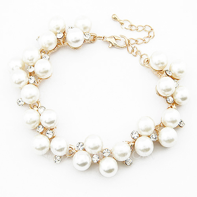 Unique Alloy Imitation Pearls With Rhinestone Ladies' Fashion Bracelets