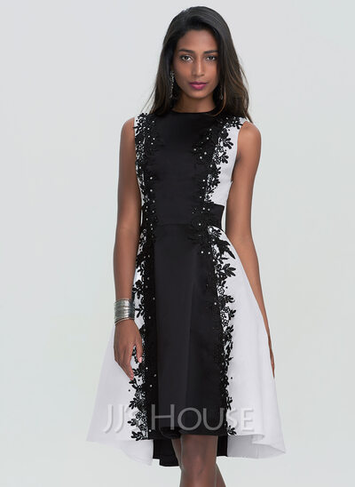 A-Line Scoop Neck Knee-Length Satin Homecoming Dress With Lace Beading