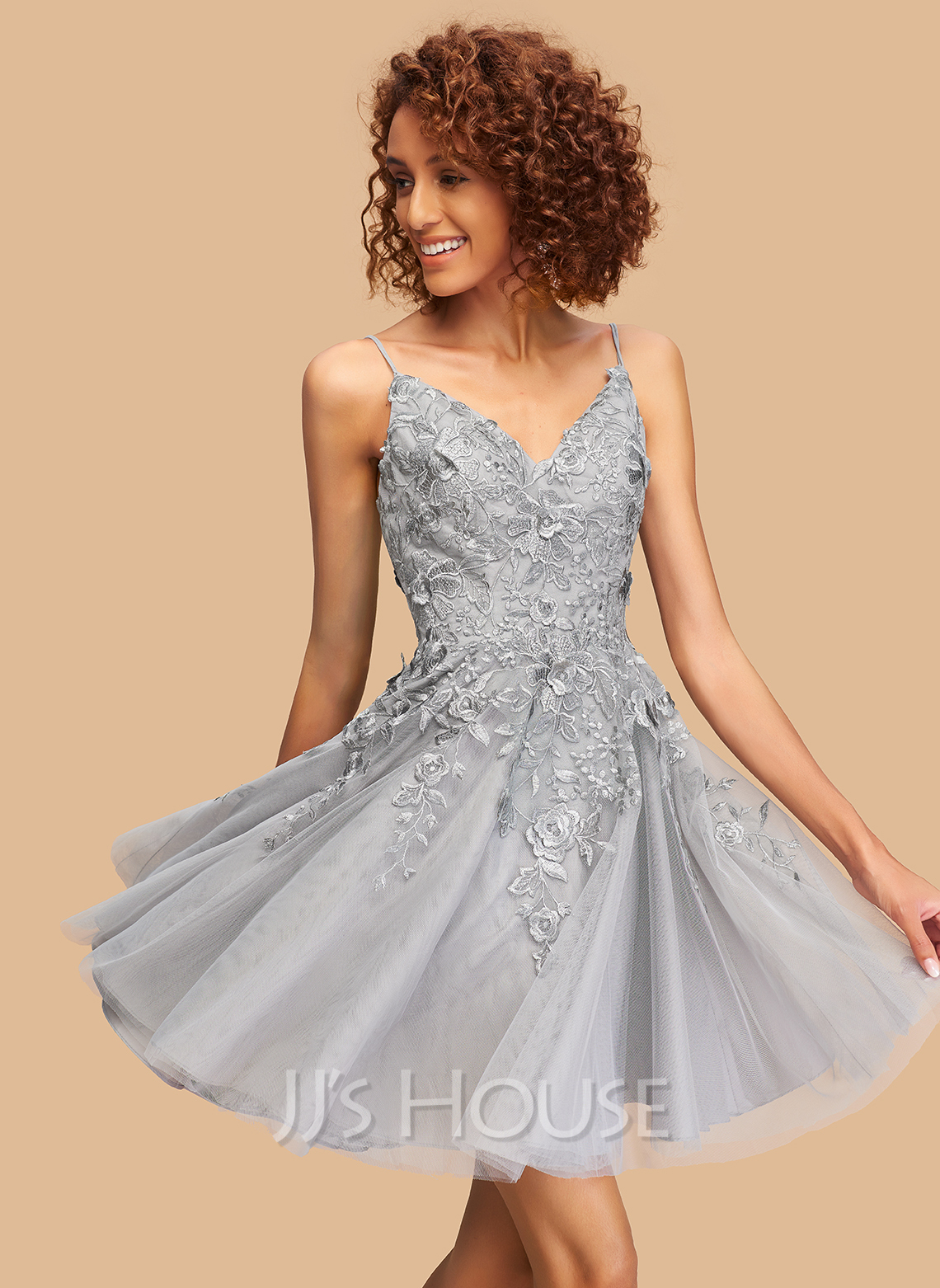 A-Line V-neck Short/Mini Tulle Homecoming Dress With Lace