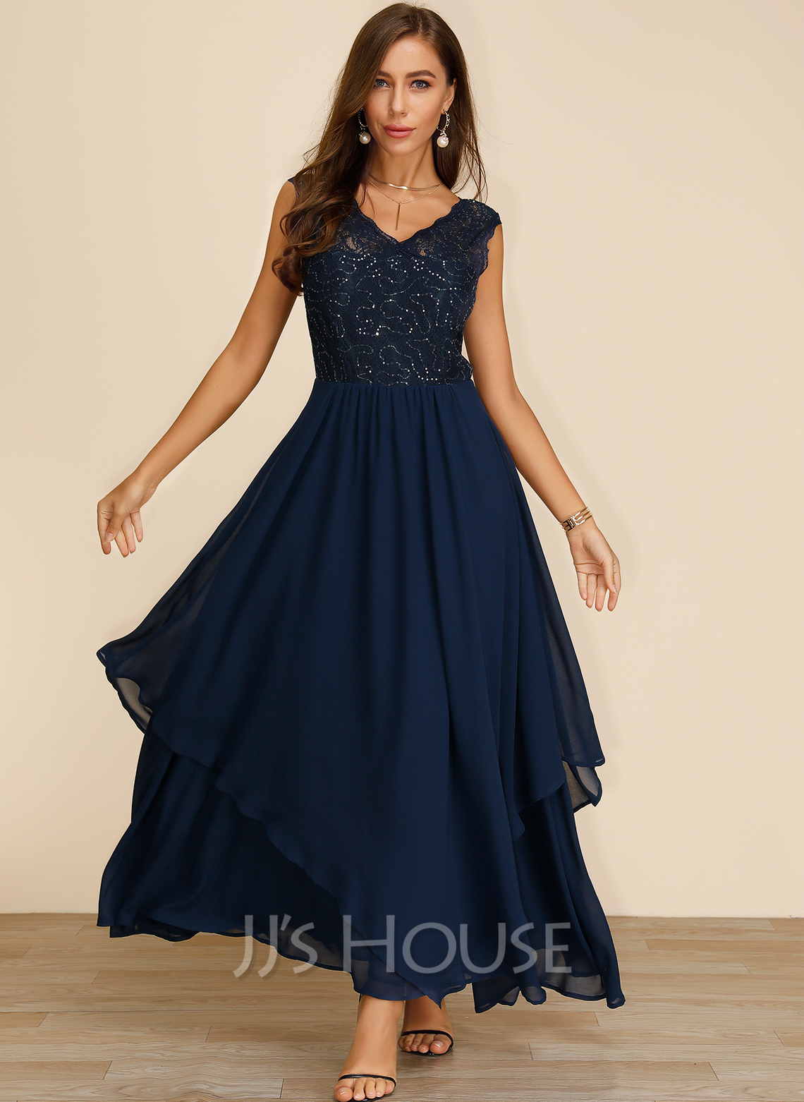 Polyester With Lace/Sequins/Solid Maxi Dress