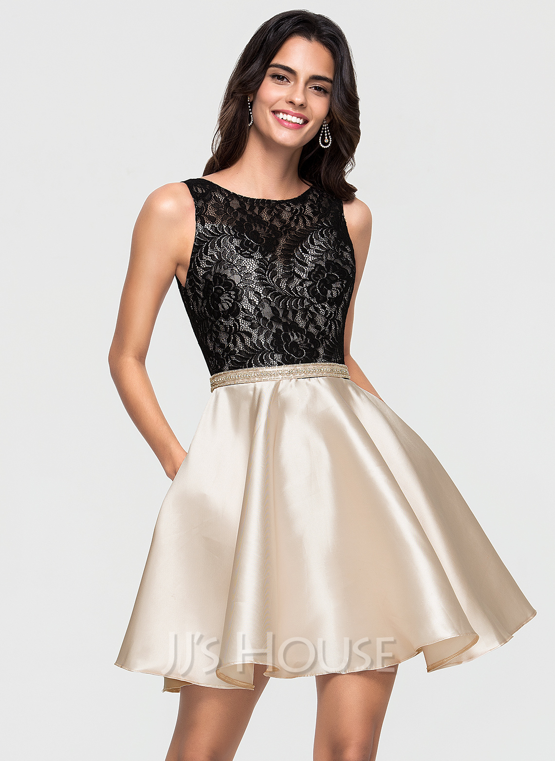 A-Line Scoop Neck Short/Mini Satin Homecoming Dress With Lace Pockets