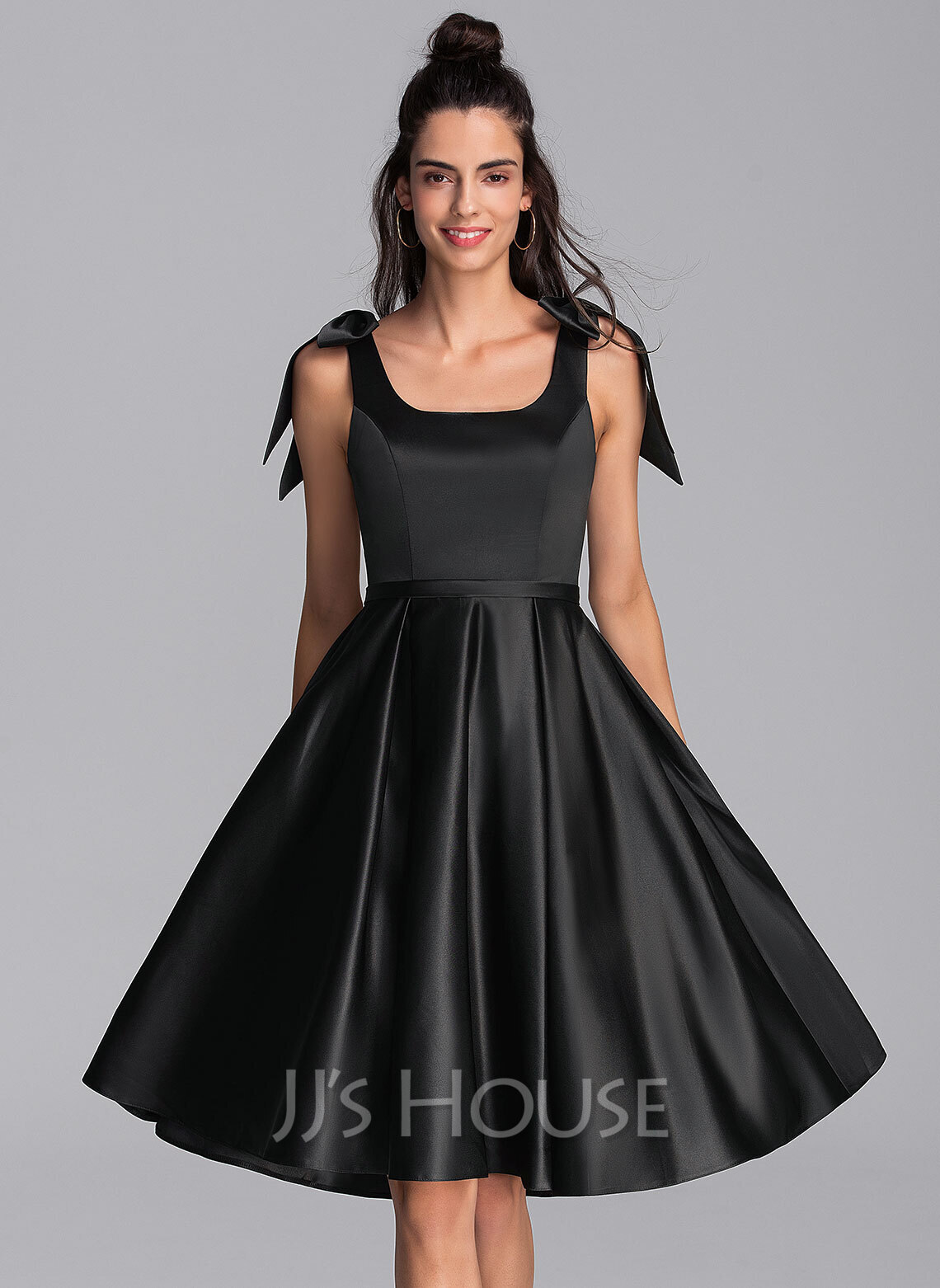 A-Line Square Neckline Knee-Length Satin Homecoming Dress With Bow(s)
