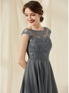 A-Line Scoop Neck Knee-Length Chiffon Lace Cocktail Dress With Sequins
