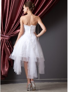 A-Line/Princess Strapless Asymmetrical Tulle Wedding Dress With Ruffle Lace