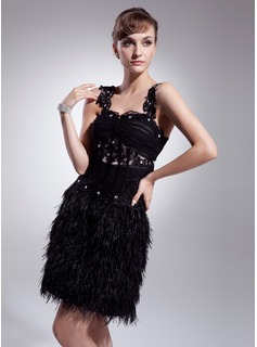 A-Line/Princess Sweetheart Knee-Length Tulle Feather Cocktail Dress With Ruffle Beading Appliques Lace