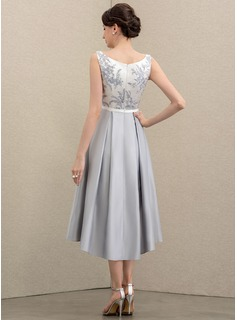 A-Line Scoop Neck Asymmetrical Satin Mother of the Bride Dress With Appliques Lace