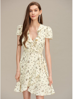 A-Line V-neck Short/Mini Homecoming Dress With Ruffle