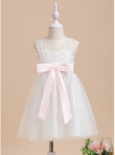 A-Line Knee-length Flower Girl Dress - Tulle Sleeveless Scoop Neck With Lace/Sash/Bow(s)/Back Hole (Undetachable sash)