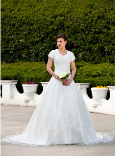 Ball-Gown V-neck Chapel Train Organza Wedding Dress With Ruffle Appliques Lace