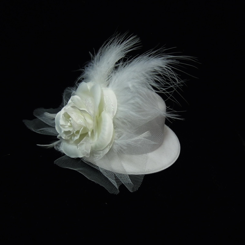 Ladies' Gorgeous Feather Bowler/Cloche Hat