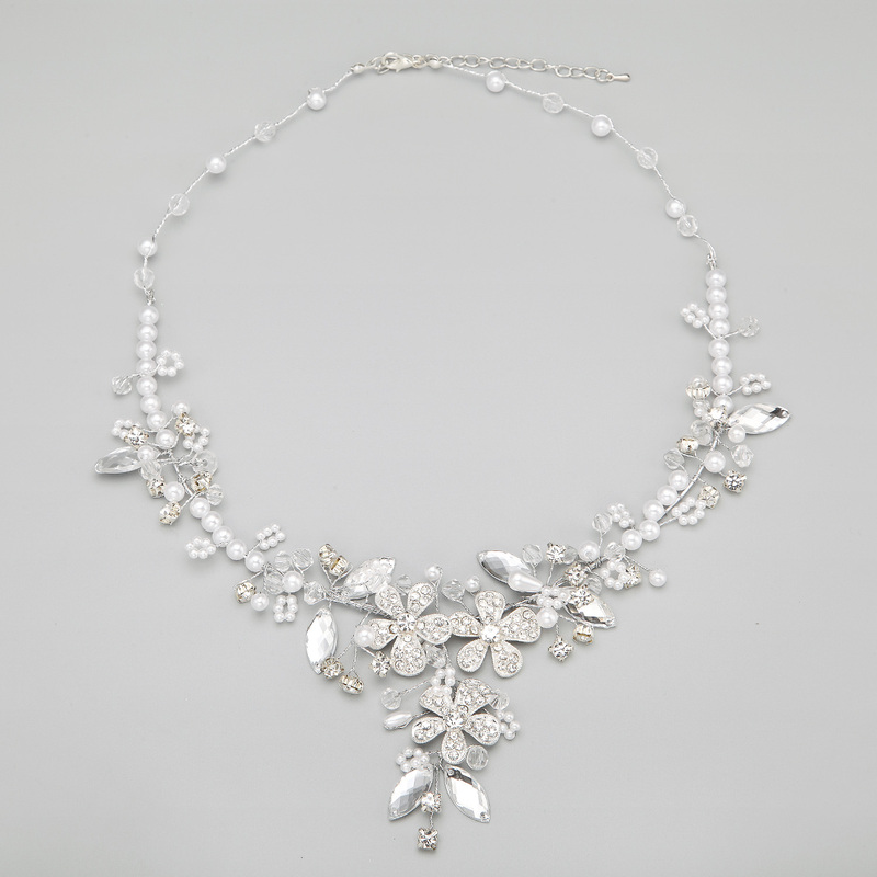 Elegant Alloy With Crystal/Imitation Pearls Ladies' Necklaces