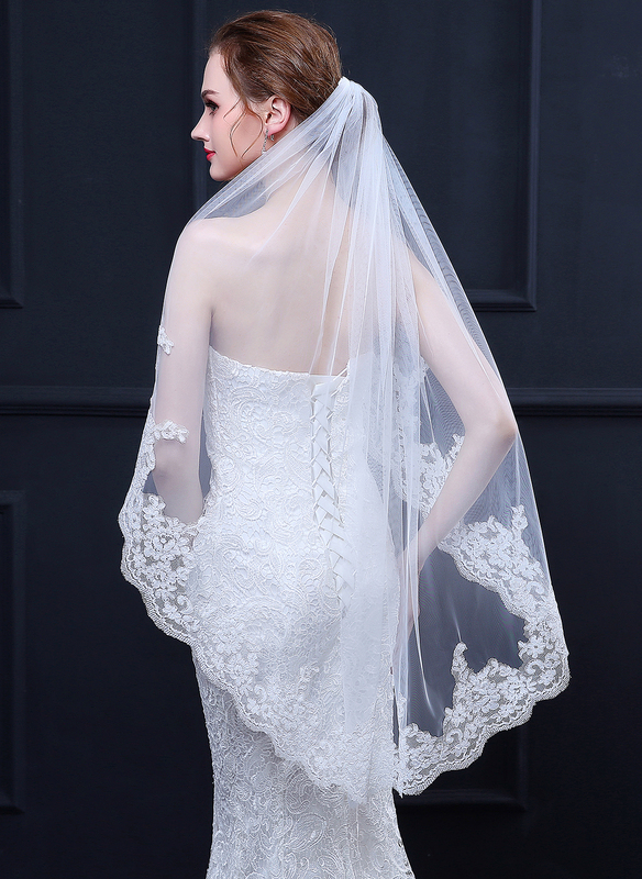 One-tier Lace Applique Edge Waltz Bridal Veils With Lace