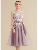 A-Line Scoop Neck Knee-Length Organza Lace Homecoming Dress With Bow(s)