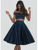 A-Formet Off-the-Shoulder Knelengde Satin Skoleball Kjoler