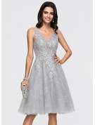 A-Line V-neck Knee-Length Tulle Homecoming Dress With Sequins