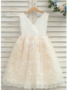 A-Line/Princess Knee-length Flower Girl Dress - Tulle/Lace Sleeveless V-neck With Bow(s)