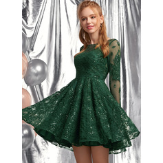 A-Line Scoop Neck Short/Mini Lace Homecoming Dress With Sequins