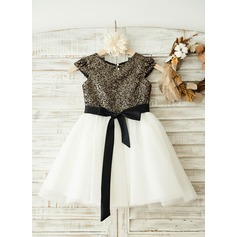 A-Line/Princess Knee-length Flower Girl Dress - Tulle/Sequined Short Sleeves Scoop Neck With Sash/Sequins/Bow(s)