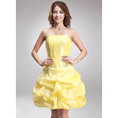A-Line/Princess Strapless Knee-Length Taffeta Homecoming Dress With Ruffle Beading