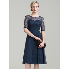A-Line/Princess Scoop Neck Knee-Length Lace Mother of the Bride Dress