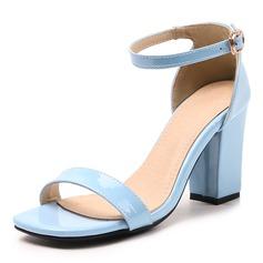 Frauen Lackleder Stämmiger Absatz Sandalen Absatzschuhe Peep Toe mit Schnalle Schuhe