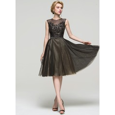 A-Line/Princess Scoop Neck Knee-Length Tulle Cocktail Dress With Sequins (016094593)